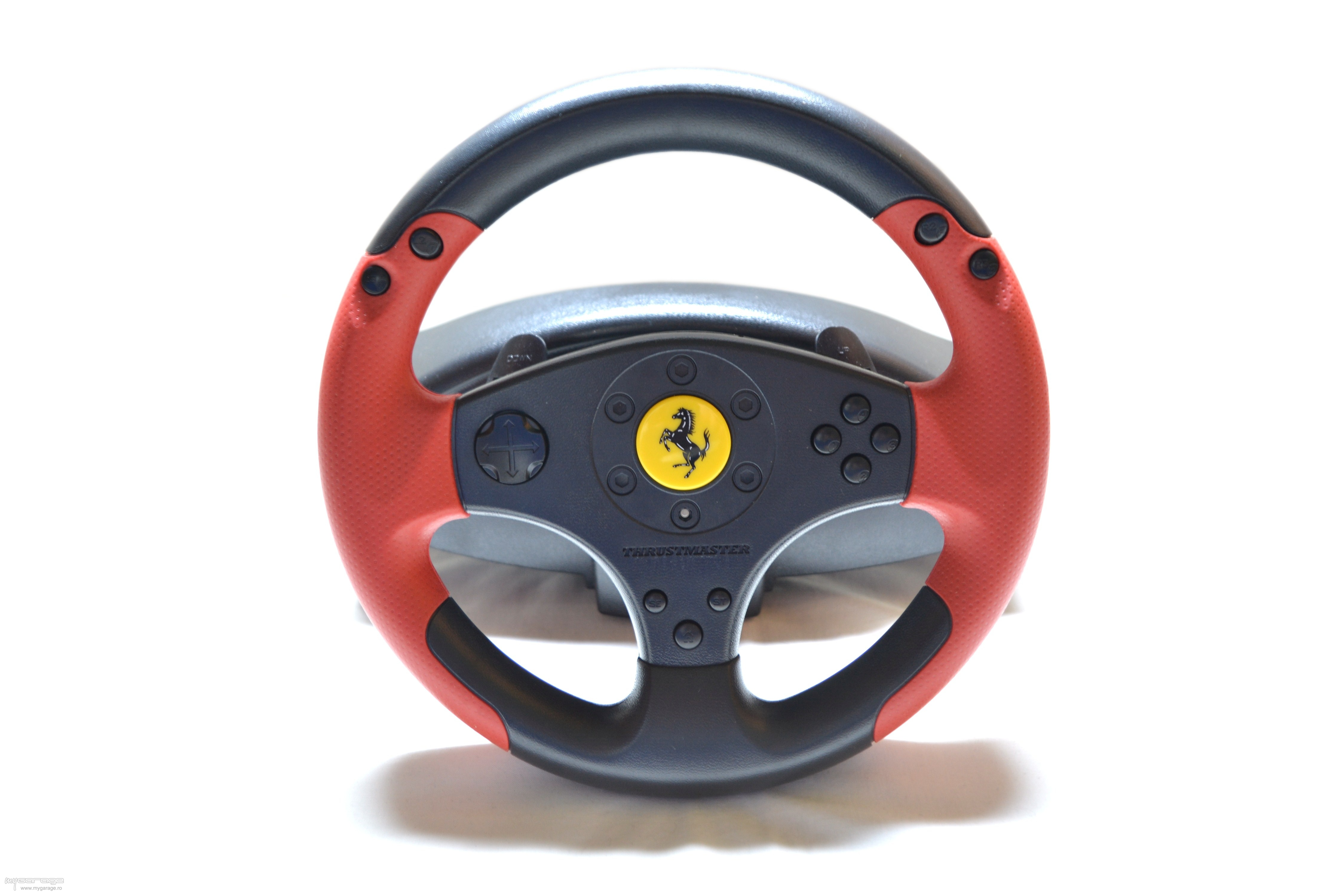 review volan thrustmaster ferrari racing wheel red legend. Black Bedroom Furniture Sets. Home Design Ideas